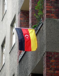 Deutsch-Tuerkische Flagge wikipedia