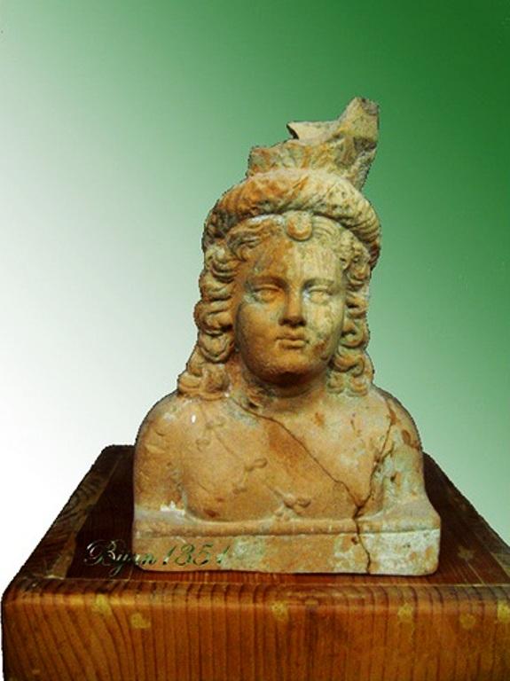 Büste einer arsakidischen Prinzessin im Susa Museum_Urheber Bijan 1351