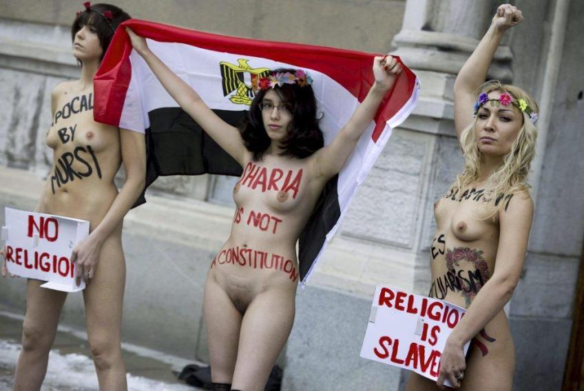 Alia Majida Al-Mahdi nackt in Schweden vor der ägyptischen Botschaft