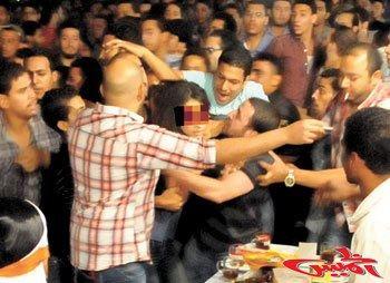 Angriff auf eine Demonstrantin am Tahrir-Platz