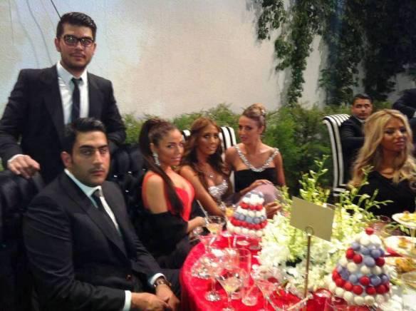 die Gäste der Hochzeit des Abrišamci Sohnes