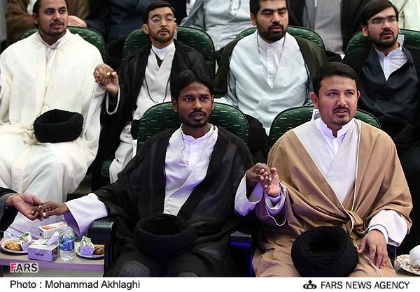 Turban-Zeremonie ausländischer Studierenden in Qom