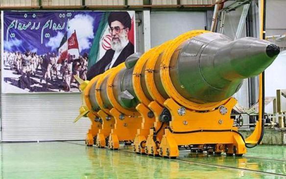 Die balistische Rakete Shahab-6 mit einer Reichweite von 3.000-5.000 Kilometer