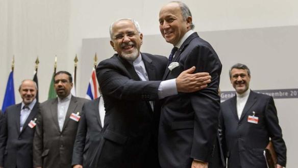 Foto: AFP Irans Außenminister Sarif (links) und sein französischer Kollege Fabius.