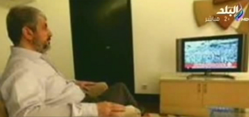 Mashal mientras se relaja en frente de la TV