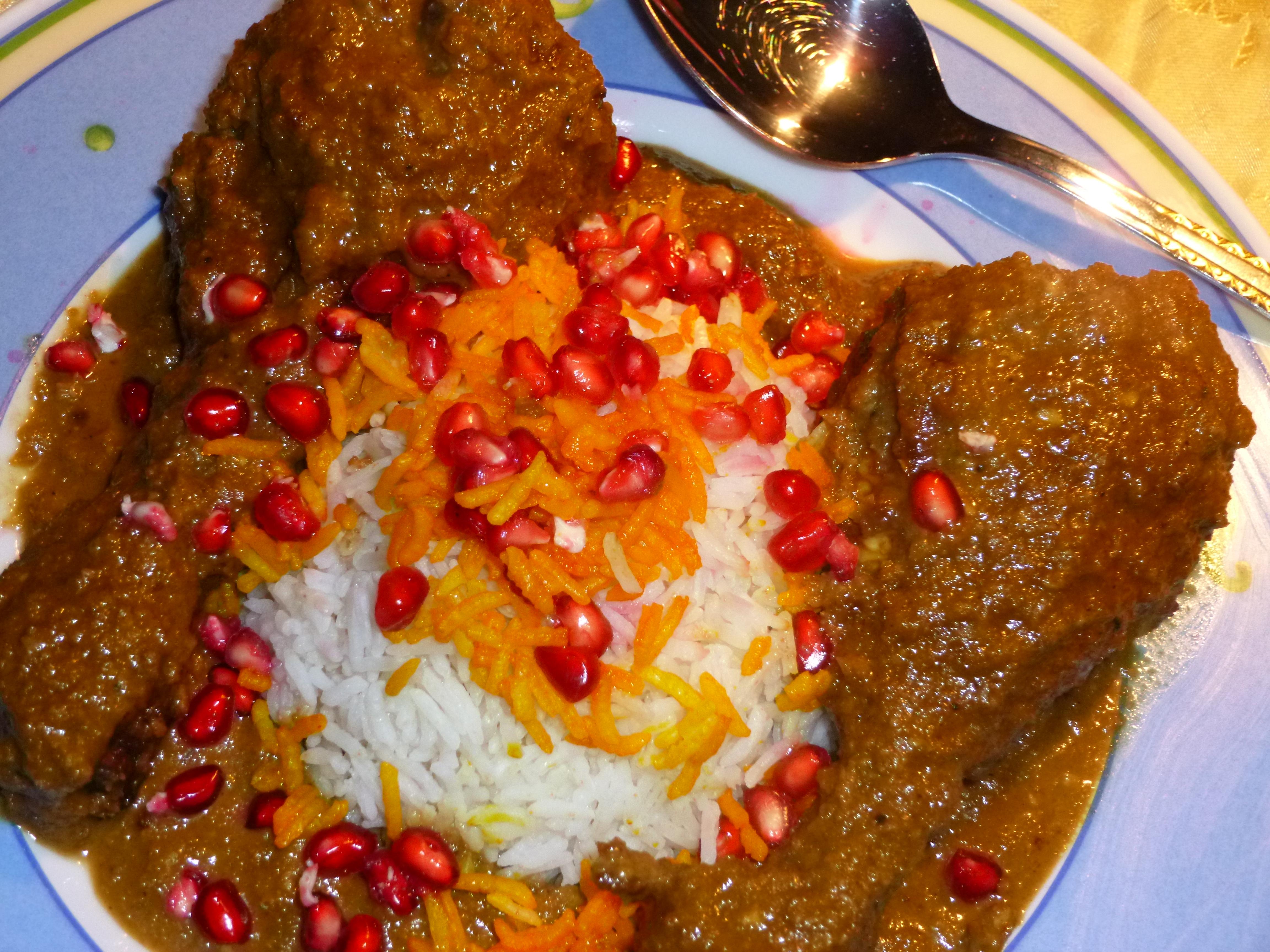 Iranische Küche | Marinierte Huhnchenschenkel In Walnuss Granatapfel Sauce An
