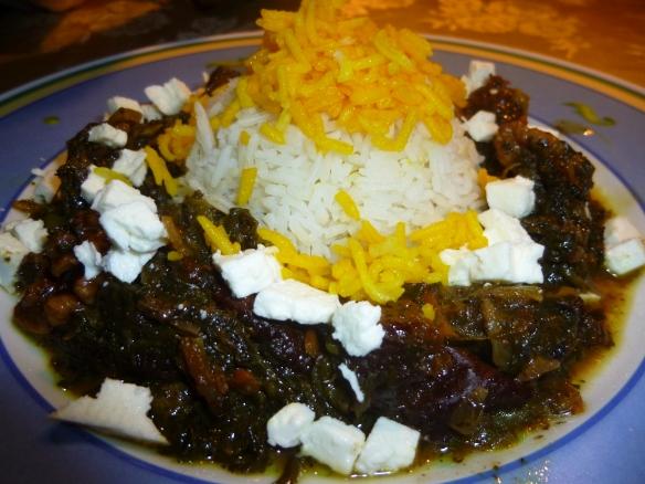 Kalbsragout in grüner Salatblattsauce mit Pflaumen und Walnuss an Basmati-Reis mit Safranhäubchen 2