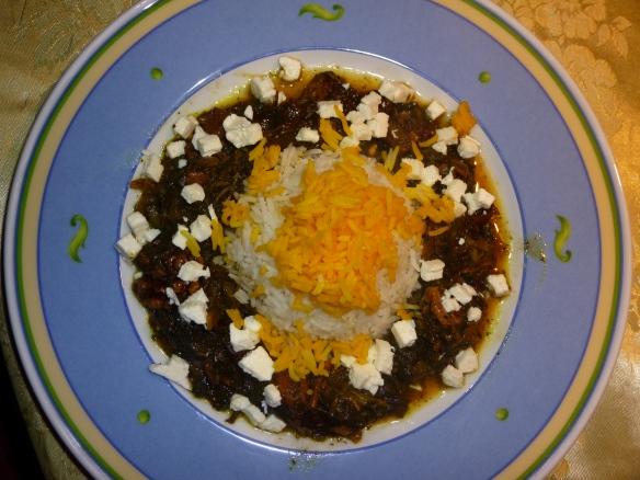 Kalbsragout in grüner Salatblattsauce mit Pflaumen und Walnuss an Basmati-Reis mit Safranhäubchen 3