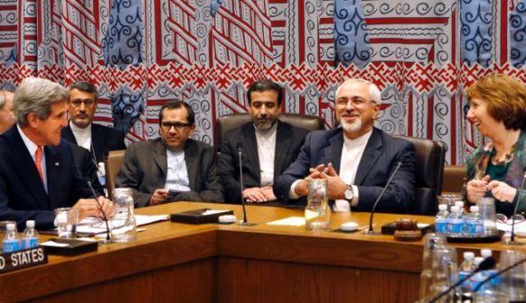 Bildquelle: AP U.S. Aussenminister John Kerry, der iranische Aussenminister Mohammad Javad Zarif und die EU Aussenbeauftragte Catherine Ashton bei einem Meeting der UN am 26. Sept. 2013.