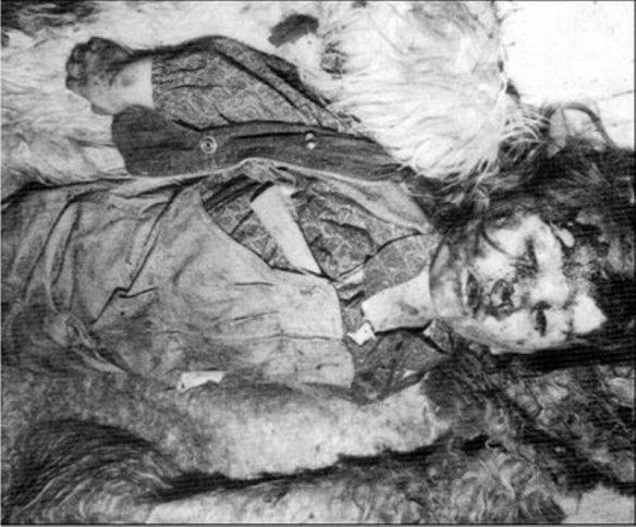 Bildquelle: 4International Dieses serbische Mädchen  Danka Sekulovic wurden zusammen mit ihrem Bruder und den Eltern von bosnischen Muslimen in Bakic auf der Straße nach Foca ermordet.  Sie war erst 4 Jahre alt.