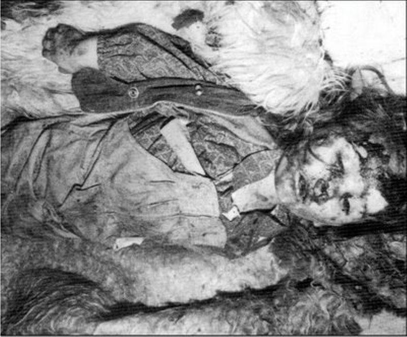 Fuente: 4International This chica serbia Danka Sekulovic were junto con su hermano asesinados y Los Padres de los Musulmanes bosnios Bakic es es El Camino a Foca.  Ella era de SOLO bronceado 4 años de Edad.