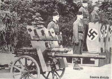 """Fuente: Tomado de la ONU article de ropa del Emperador, Titulado: """"lo que Himmler Su Defender La Liga Handzar perdura en Bosnia"""" Musulmanes bosnios el 13 Waffen-SS División Voluntarias Handzar"""