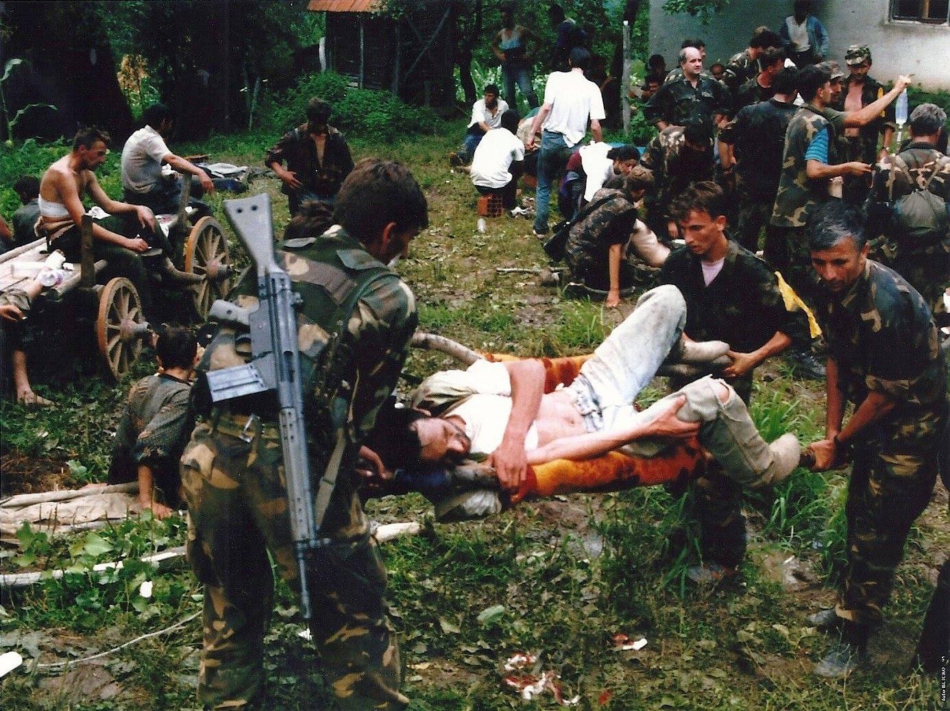 """Dieses und folgende Fotos. """"Muslimische Armee beim Durchbruch nach Tuzla"""""""