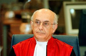 Bildquelle: vebidoo.com Richter beim ICTY Antonio Cassese