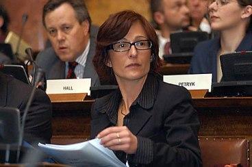 Bildquelle: b92.net Ehemalige Sprecherin der Chefanklägerin Carla del Ponte: Florence Hartmann