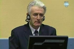 Bildquelle: globalvoicesonline.org Radovan Karadžić am ICTY