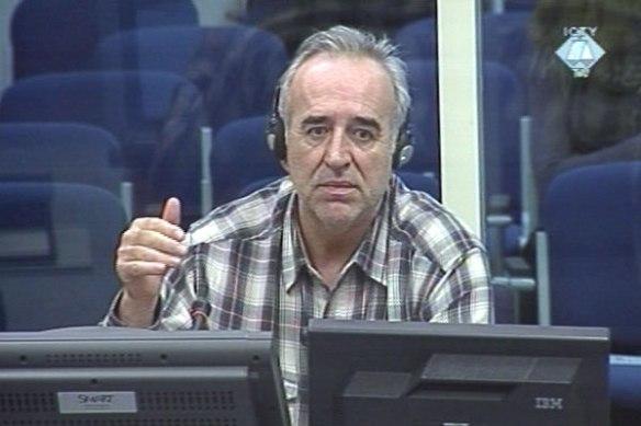 Momir Nikolić. Gab bereits 2003 zu, gelogen zu haben, wird jedoch weiter als Zeuge in Sachen Srebrenica präsentiert