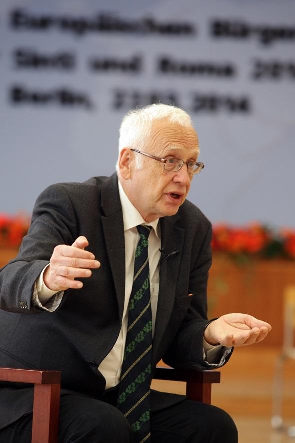 Tilman Zülch: unter kritischen Aktivisten berühmt-berüchtigt für seine antiserbische Propaganda