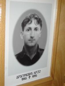 Krsto Dragičević: wurde am 13. Juli 1995 während eines Gefangenenaufstandes getötet