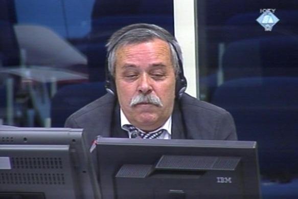 Zoran Jovanović: verägerte als Entlastungszeuge von Radovan Karadžić das sogenannte Jugoslawientribunal in Den Haag