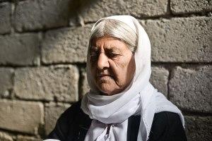 Bildquelle: Human Rights Watch Khouaf weit über 60 Jahre alt, war eine der 200 Frauen die nach fünf Monaten Gefangenschaft der ISIS frei kam