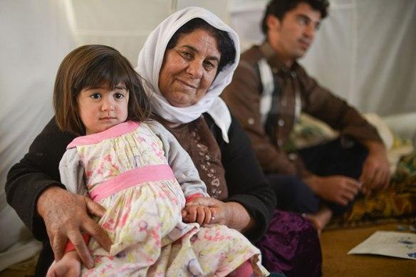 Bildquelle: Human Rights Watch Layal, 4 Jahre alt und ihre Grossmutter in einem Flüchtlingscamp im kurdischen Nord Irak. Nachdem ihr Dorf von ISIS Kämpfern angegriffen wurde sind immer noch 25 Personen ihrer Familie vermisst