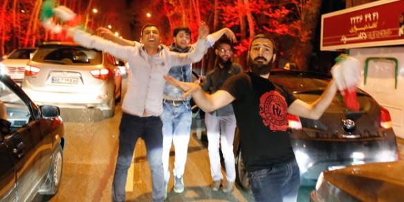 Bildquelle: dpa Strassenfeste in Teheran