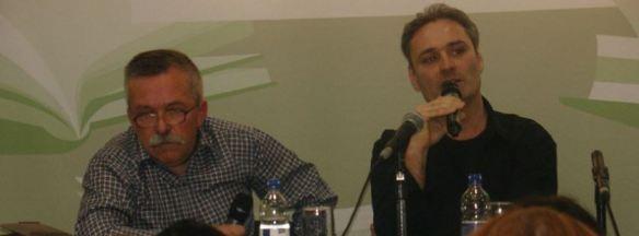 —Rechts im Bild Alexander Dorin, links der ermordete Coautor des Buches 'Srebrenica – wie es wirklich war', während der Buchmesse in Leipzig im Jahr 2011