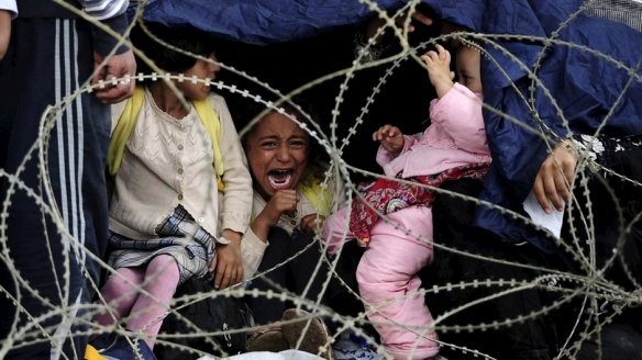 Bildquelle: stern.de Ein Flüchtlings-Mädchen weint an der griechisch-mazedonischen Grenze