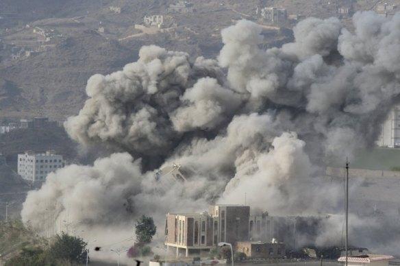 Bildquelle: spiegel.de Rauch steigt auf über der jemenitischen Stadt Taiz