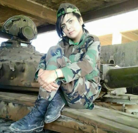 Bildquelle: Bürgerinitiative für Frieden in Syrien Hana Saleh, Soldatin der syrischen Armee, wurde am 20. Dezember nach einer Terrorattacke für tot erklärt, nachdem ihr Herzschlag ausblieb. Das Herz aber begann nach kurzer Zeit wieder von alleine zu schlagen, dank den Sanitätern direkt vor Ort und ihrem Kampfwillen. Seit heute befindet sie sich nun wieder im stabilen Zustand und ist im Krankenhaus in Damaskus. Willkommen zurück im Leben du Löwin!