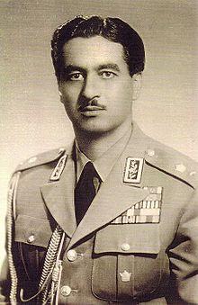Bildquelle: Wikipedia.org Major General Teymur Bakhtiar